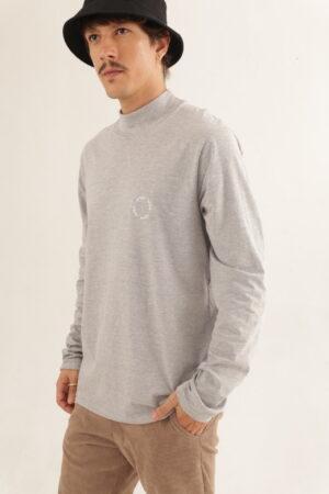 Camiseta Gola Alta – Cinza